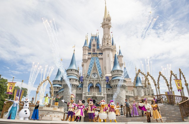 Mickey's Royal Friendship Faire Stage Show 2016
