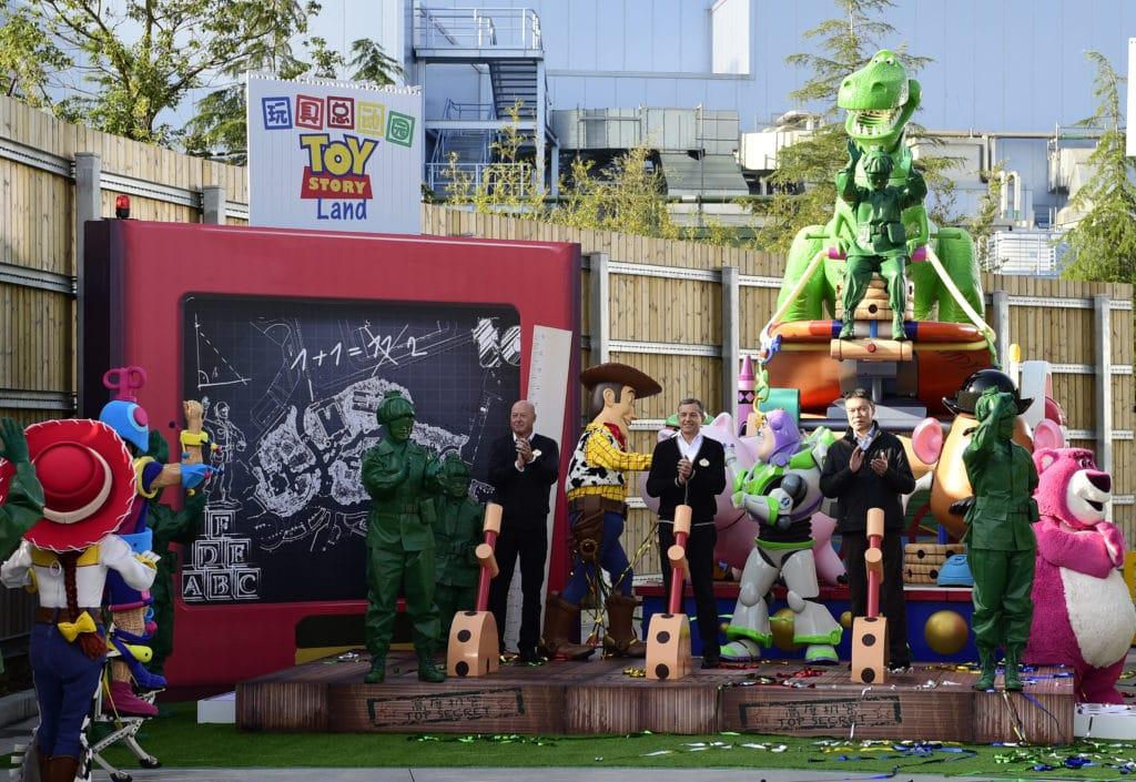 toy story land announced shanghai disneyland
