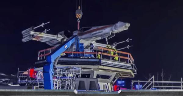 X-Wing Returns to Disneyland Paris