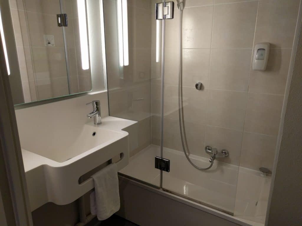 DLP Hotel B&B Bathroom with DemiTub