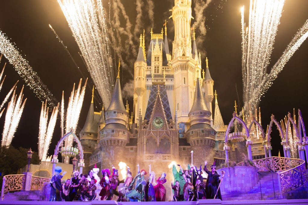 New ÔHocus Pocus Villain SpelltacularÕ Show during MickeyÕs Not-So-Scary Halloween Party