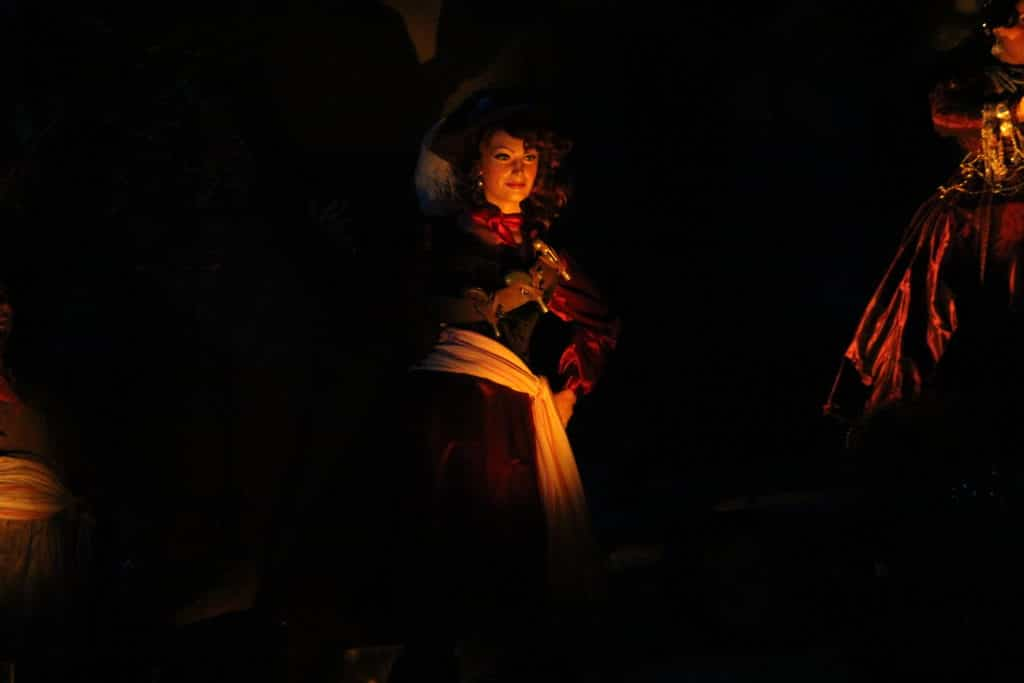 Pirates of the Caribbean - Disneyland Paris - Redhead