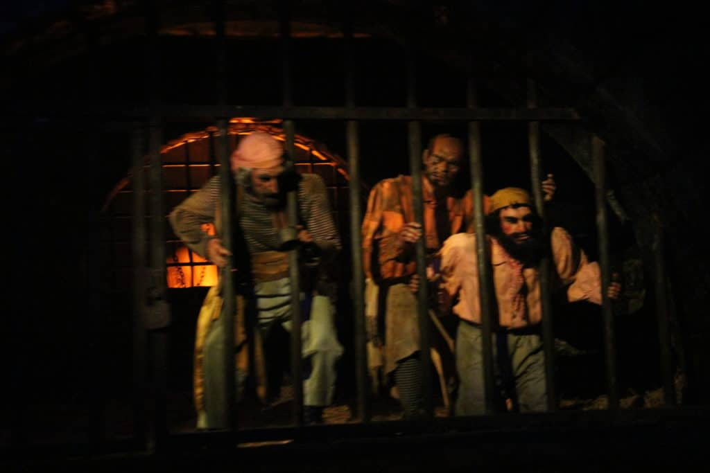 Pirates of the Caribbean - Disneyland Paris - Prisoners