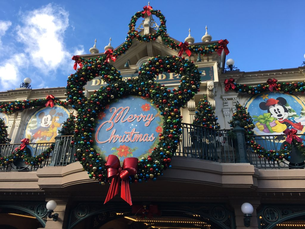 highlight christmas disneyland paris 2016 travel to the magic - When Does Disneyland Decorate For Christmas 2017