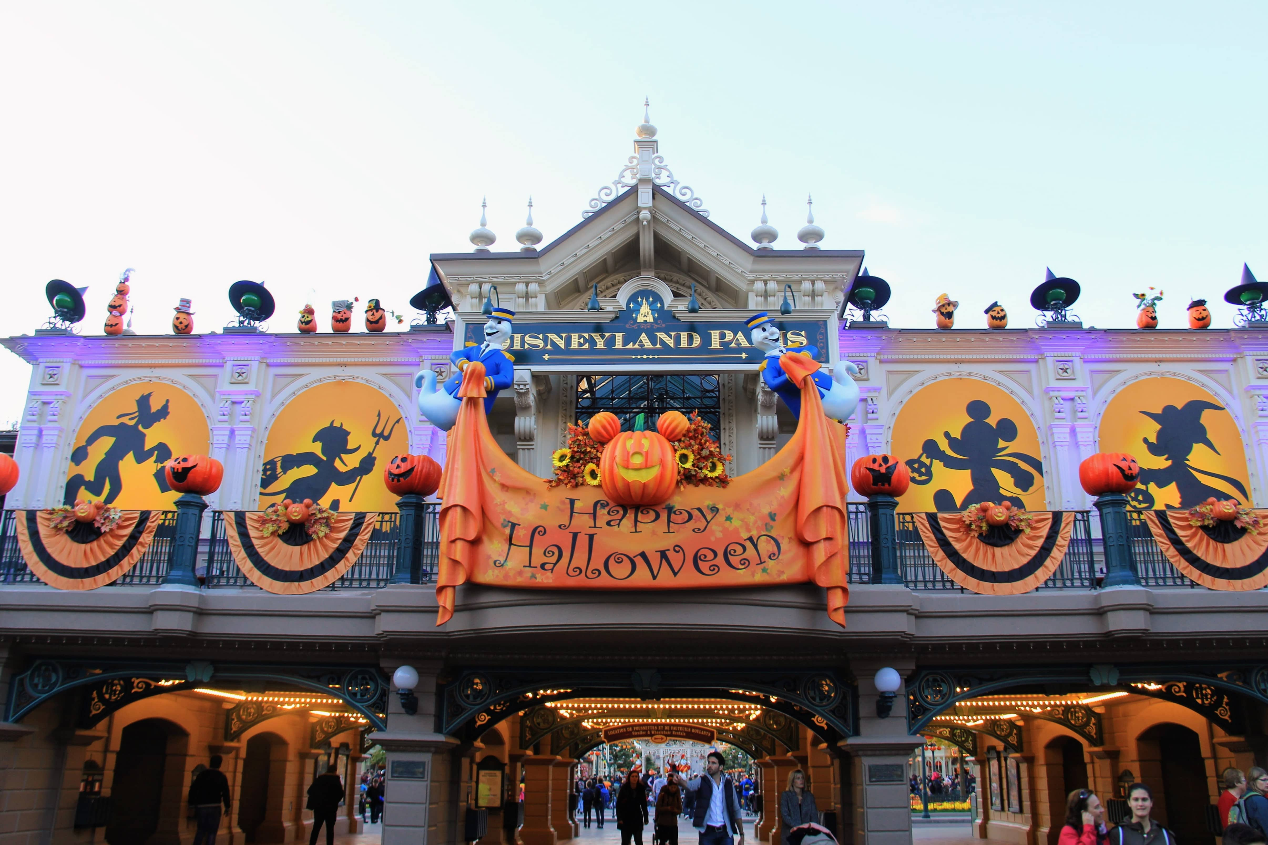 highlights halloween disneyland paris 2016 travel to the. Black Bedroom Furniture Sets. Home Design Ideas