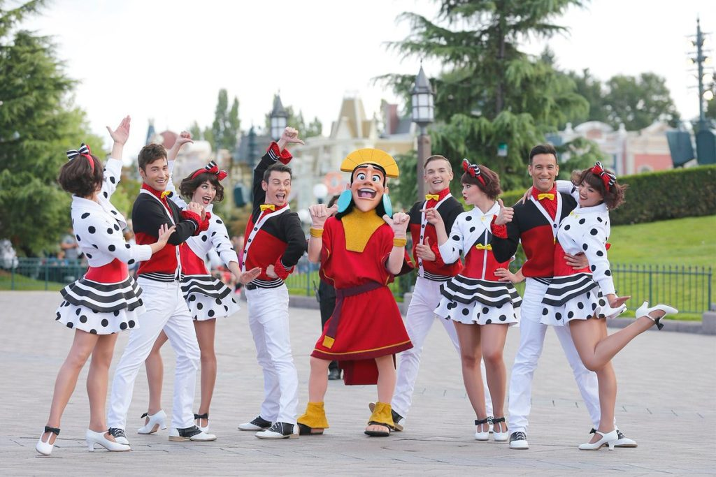 Disneyland Paris - Tuesday is a Guest Star Day - Emporer's New Groove - Kuzco