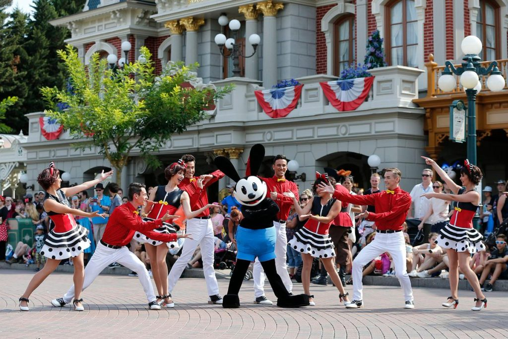 Disneyland Paris - Tuesday is a Guest Star Day - Oswald