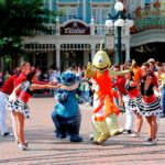 Disneyland Paris - Tuesday is a Guest Star Day - Stitch and Pleakley