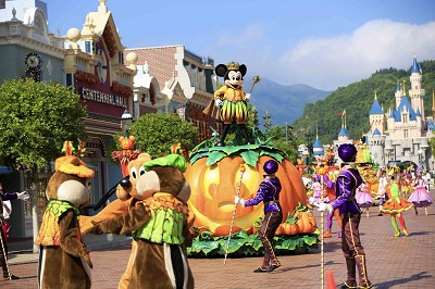 Halloween Time 2017 at Hong Kong Disneyland - Travel to the Magic