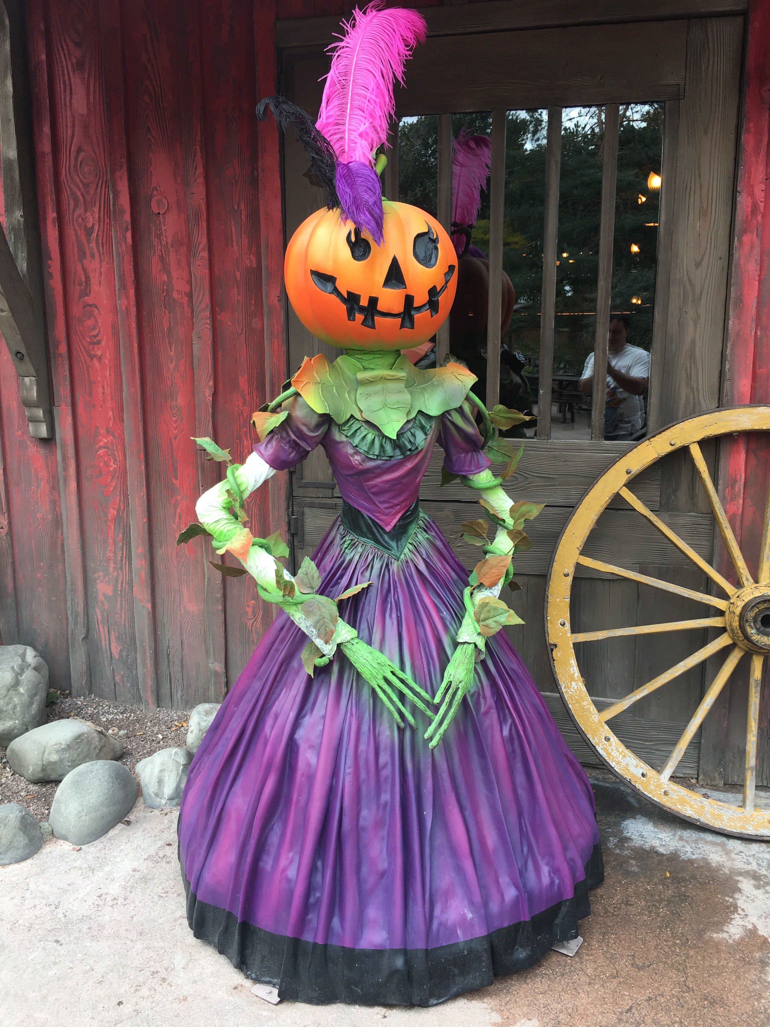 First Look Halloween Decorations Disneyland Paris 2017