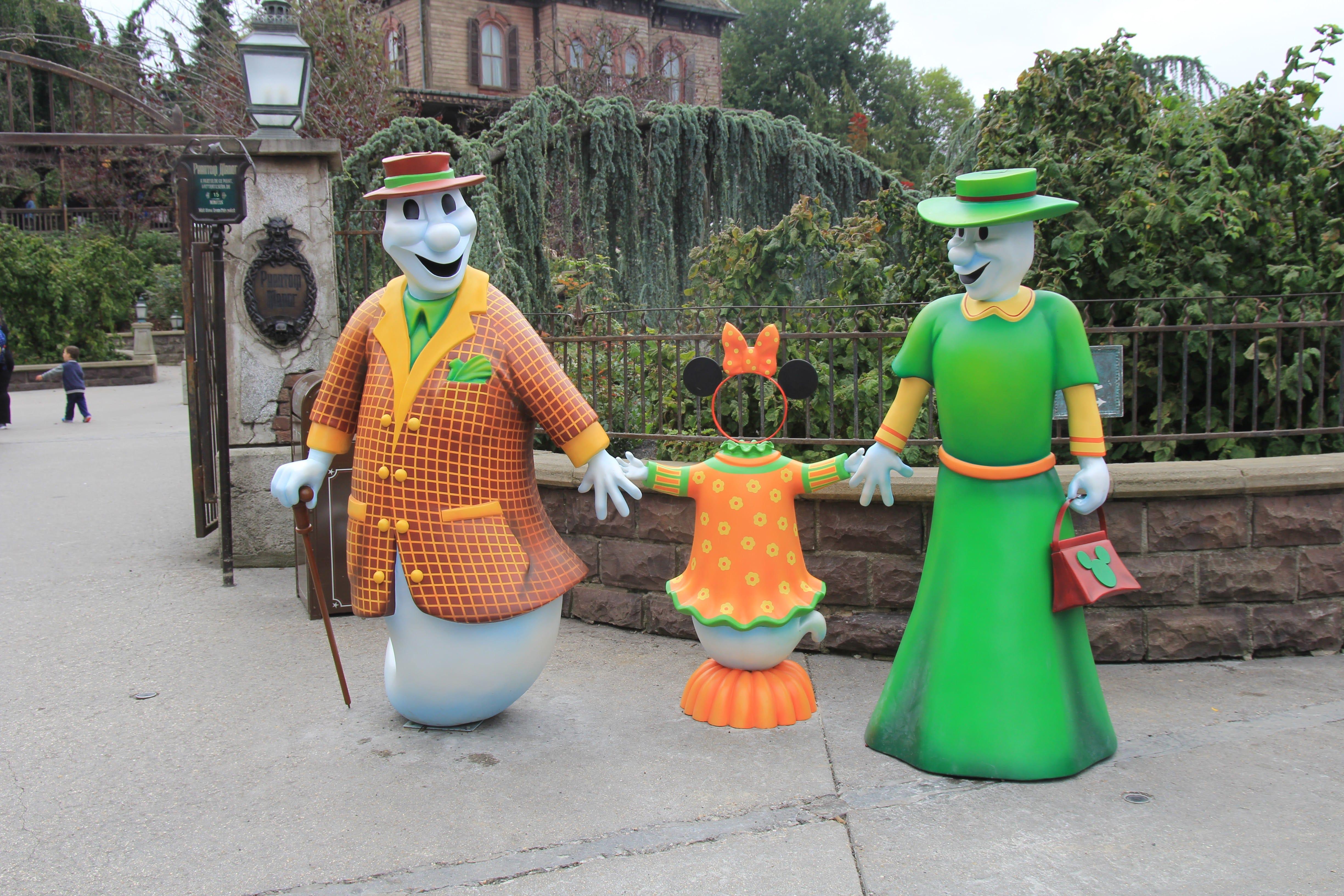 first look: halloween decorations disneyland paris 2017 - travel to
