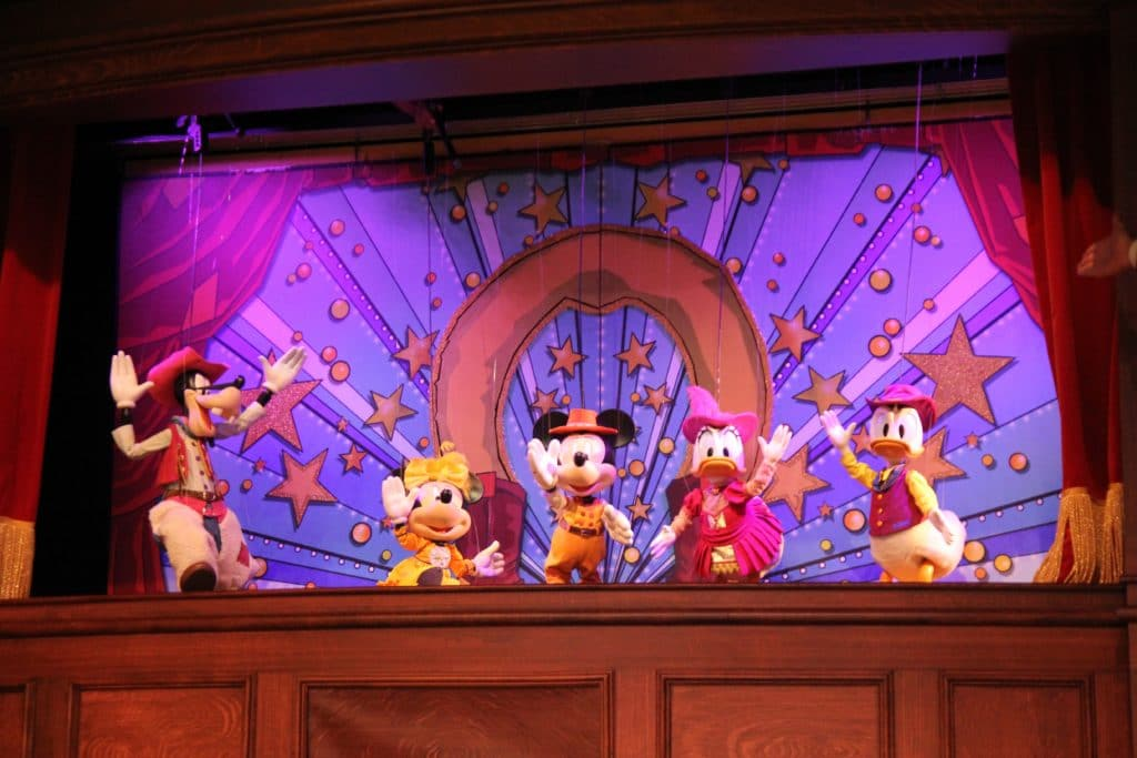 Disneyland Paris - The Luckey Nugget Saloon - Mickey and Minnie's Lucky Nugget Follies