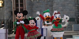 Disneyland Paris - Christmas 2017 - Donald, Daisy, Mickey and Minnie during Stitchmas