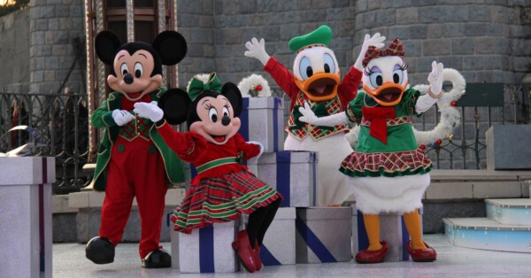 Disneyland Paris - Christmas 2017 - Donald, Daisy, Mickey and Minnie during Stitchmas