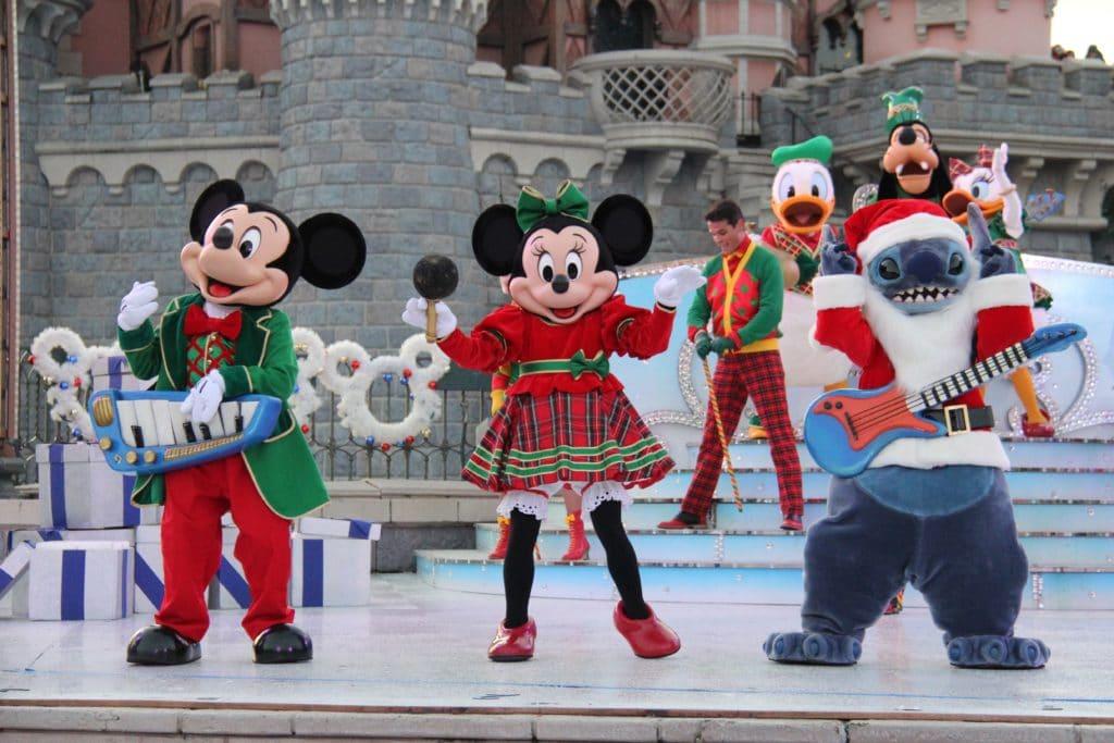 Christmas In Disneyland Paris.Christmas 2018 Disneyland Paris Travel To The Magic