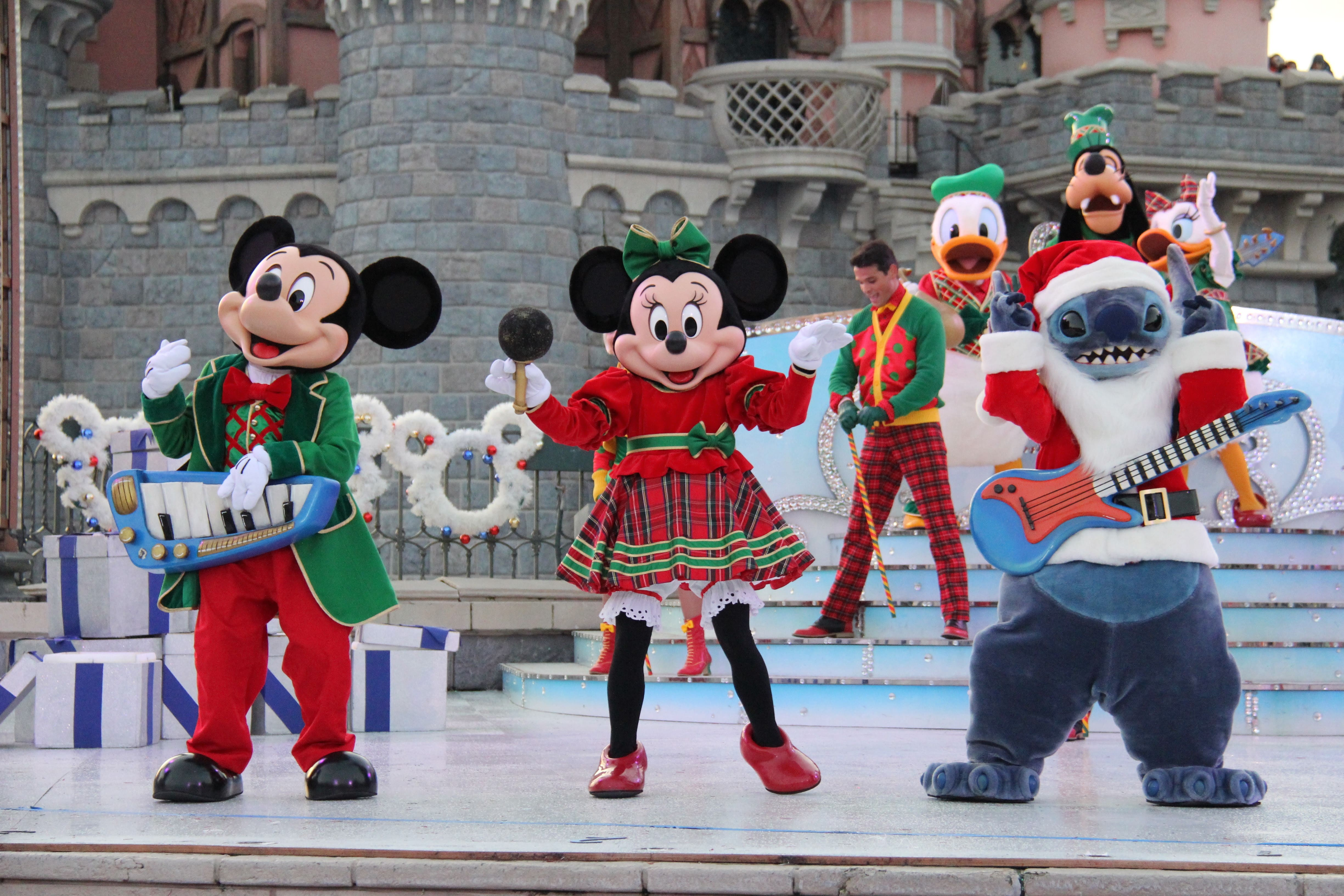 christmas 2018 disneyland paris travel to the magic - When Does Christmas Start At Disneyland