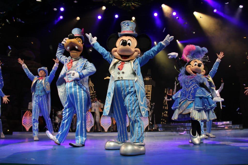 Disneyland Paris - Christmas 2017 - Mickey, Goofy and Minnie during Christmas Big Band