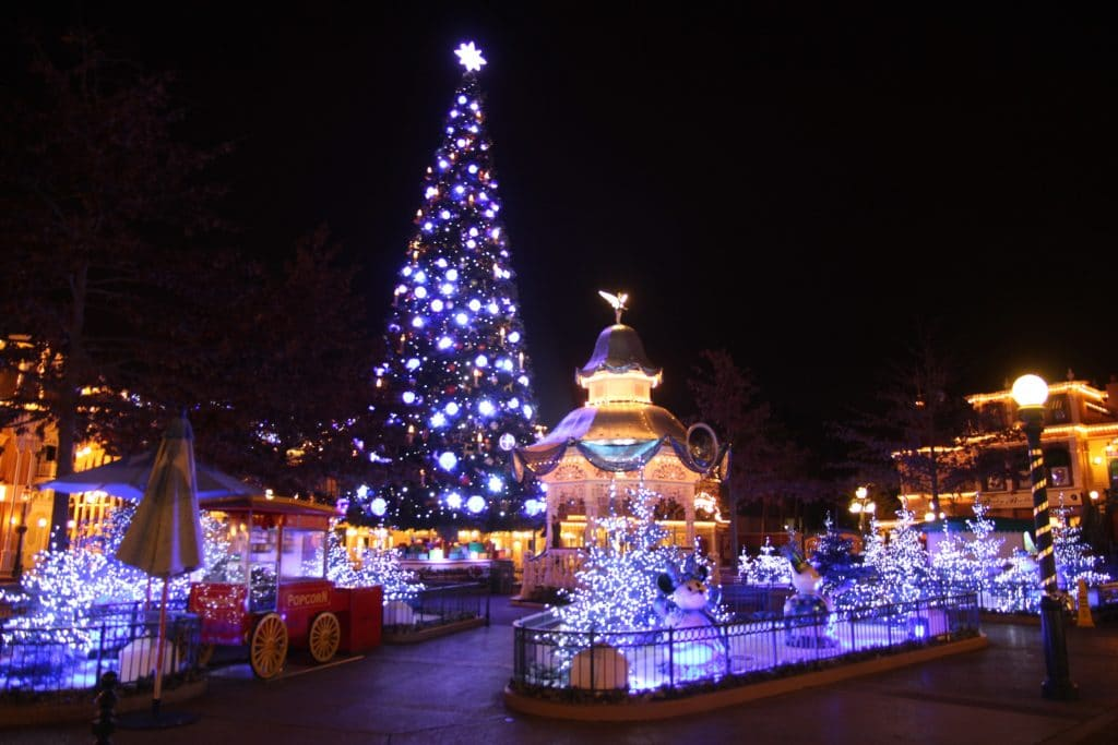 disneyland paris christmas 2017 townsquare by night