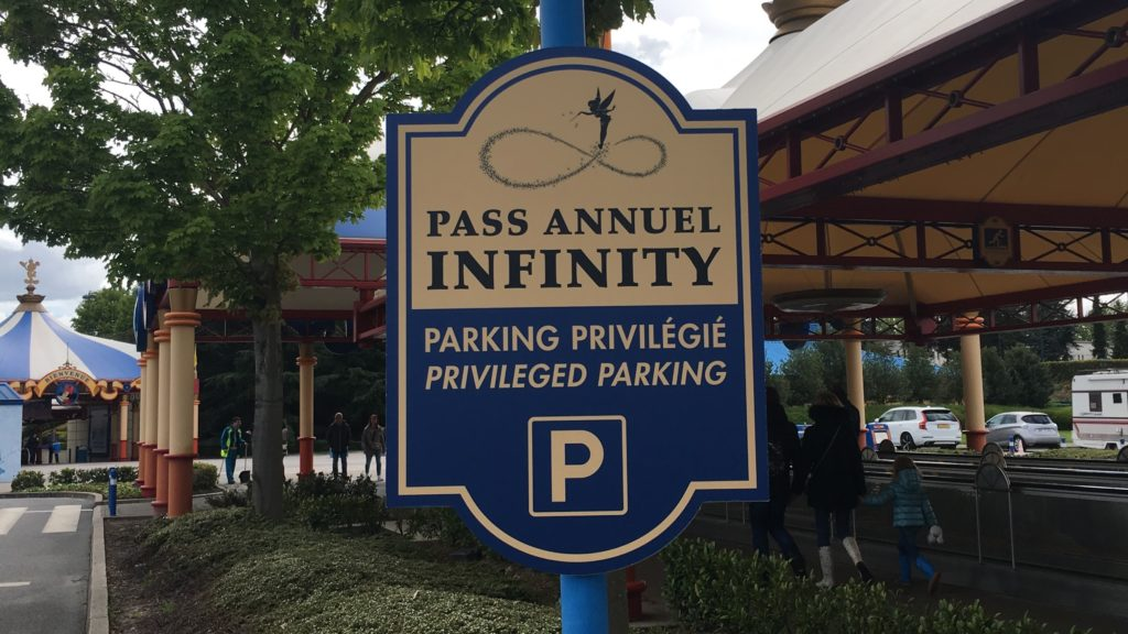 Disneyland Paris - Infinity Parking