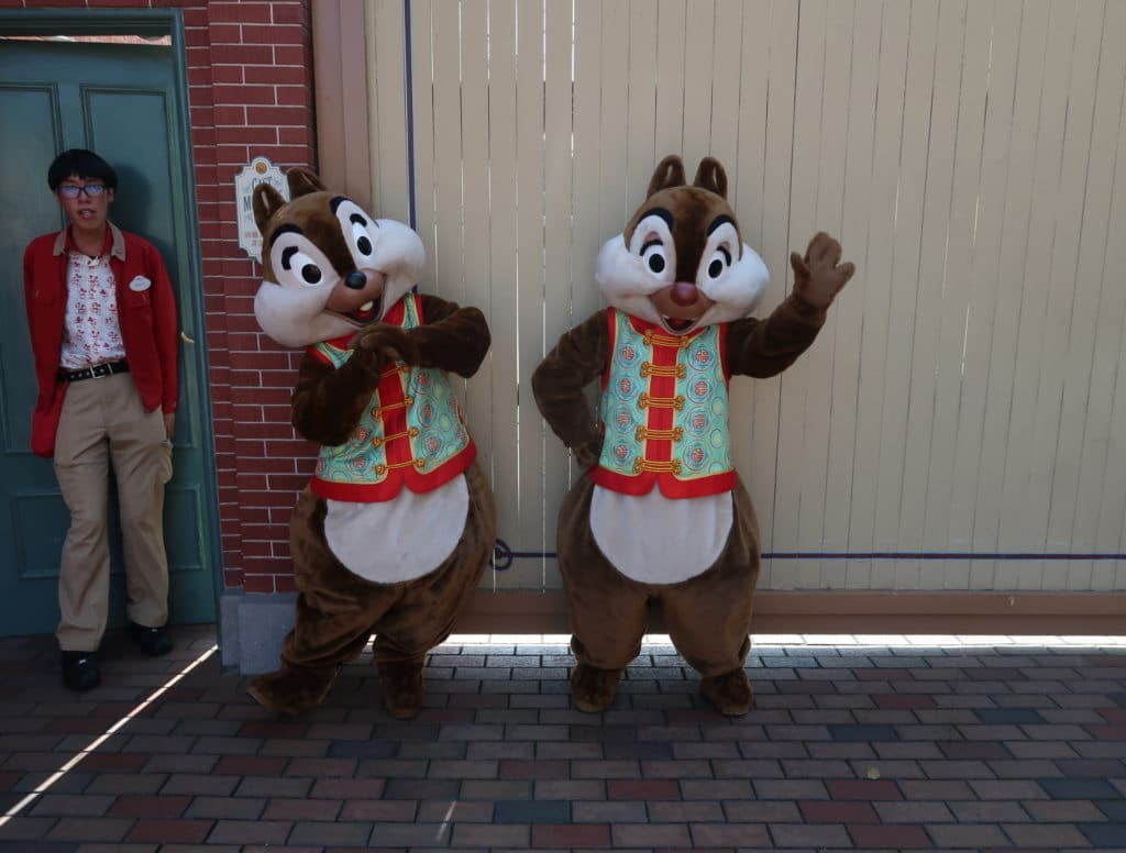 Hong Kong Disneyland - Chinese New Year 2019 - The Year of the Pig - Mickey Kitto - Chip n dale