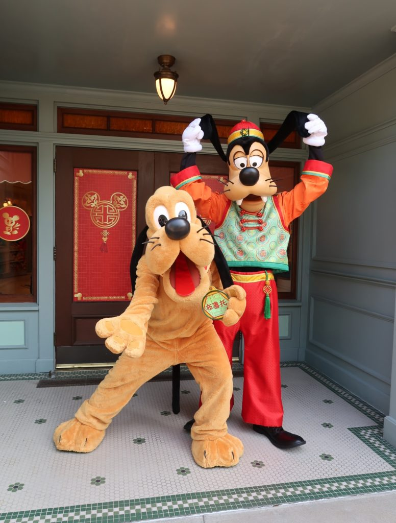 Hong Kong Disneyland - Chinese New Year 2019 - The Year of the Pig - Mickey Kitto - Pluto and Goofy