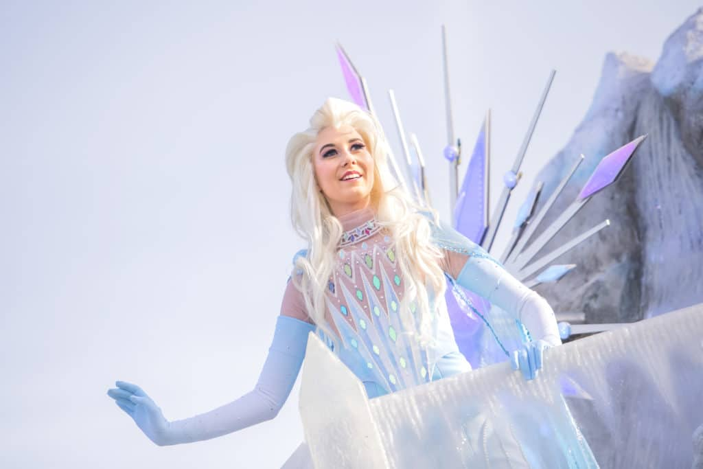 Disneyland Paris - Frozen Celebration - Elsa on Float